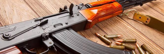 A 70 anni dall'invenzione del Kalashnikov aumenta la sua produzione.